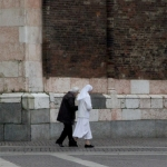 web-cremona-nun-and-older-person-walking